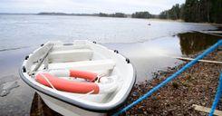أربعة رجال لاقوا حتفهم غرقًا أثناء سيرهم على الجليد image
