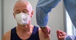 """هيئة الصحة العامة السويدية تعطي الضوء الأخضر للقاح """"أسترازينيكا"""" لاستخدامه لكبار السن image"""