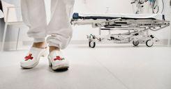 الإبلاغ عن ممرضة تزاول عملها تحت تأثير الكحول image