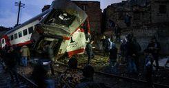 راديو السويد : عشرات القتلى والجرحى في حادث تصادم قطارين بمصر image