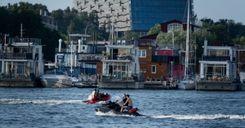اقتراح باستحداث رخصة قيادة للدراجات المائية image