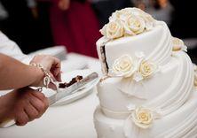 بريطاني يتزوج واحدة من أكثر النساء سمنة في العالم ليعتني بها image