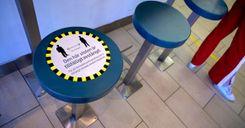 هيئة الصحة العامة توضح مسافة الأمان المطلوبة في المطاعم والمقاهي image