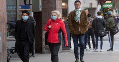 خبيران سويديان: يجب فرض ارتداء الكمامة بالأماكن العامة image