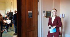 إيبا بوش تعلن استعداد حزبها لدعم اليسار في حجب الثقة عن لوفين image