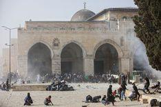 التلفزيون السويدي: تجدد الاشتباكات في القدس وإصابة مئات الفلسطينيين  image
