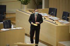 استجواب لوفين أمام اللجنة الدستورية بشأن استراتيجية كورونا السويدية  image