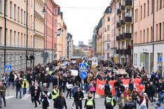 معارضو قيود كورونا يتظاهرون في ستوكهولم  image