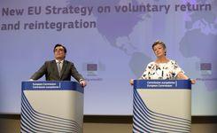 الاتحاد الأوروبي يضع استراتيجية لإعادة اللاجئين بشكل طوعي   image