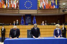 البرلمان الأوروبي يعتمد مقترحات بشأن استخدام شهادات لقاح كورونا الرقمية والورقية  image
